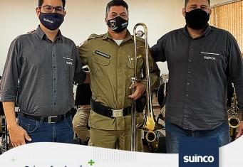 Suinco faz doação para banda marcial da Polícia Militar